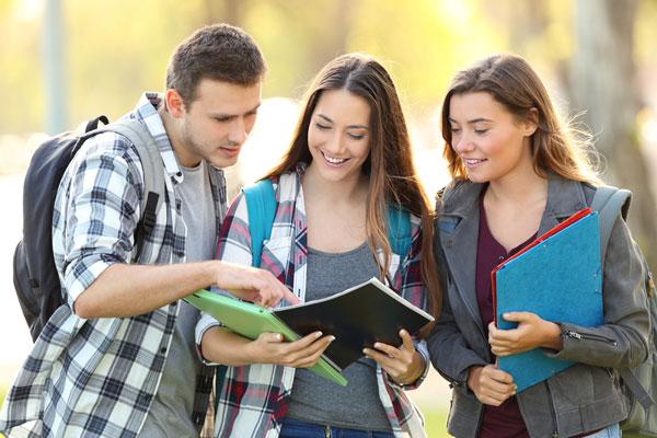 Únete - Becas Universitarias